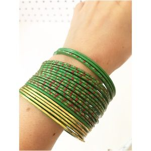 Jewelry - Vintage green bangle set